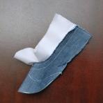 Sew the lining and upper fabrics at the heel seam